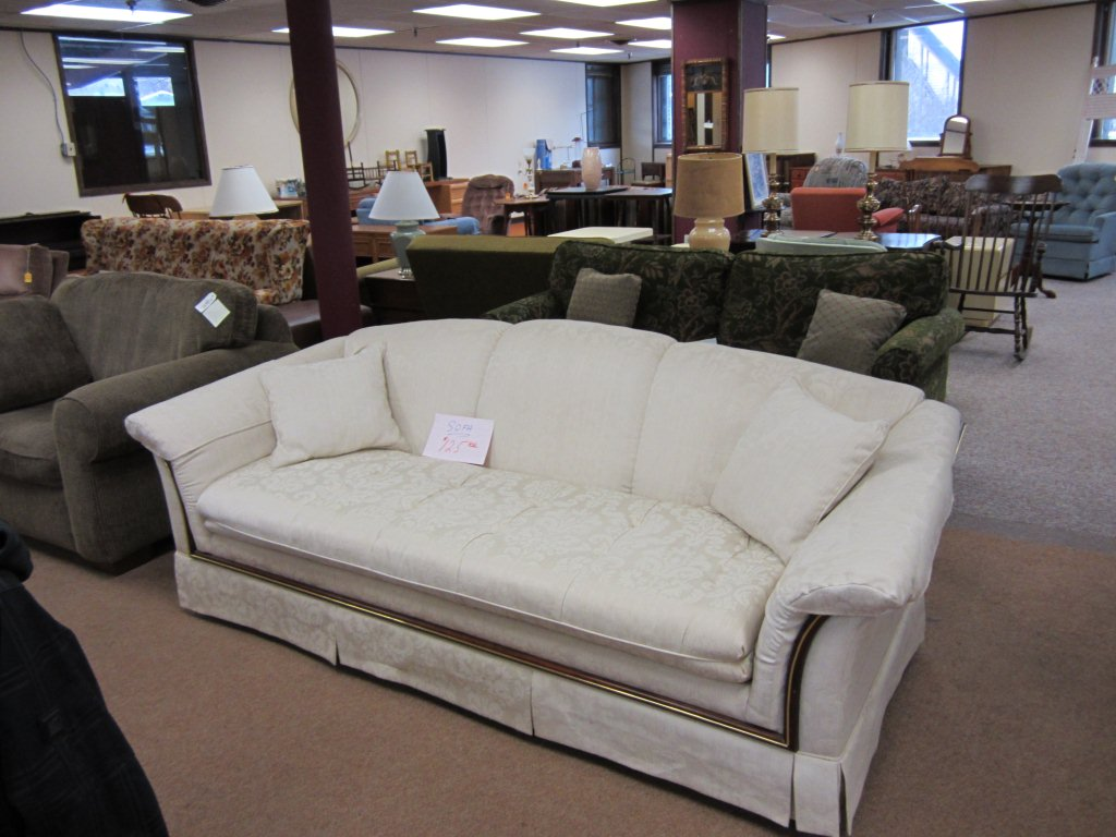 V & V Furniture